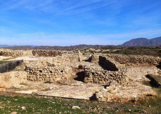 Ruinas de las barbacanas de entrada al poblado de Los Millares (2500-1900 a.C.), Almería, España. © Miguel Busto
