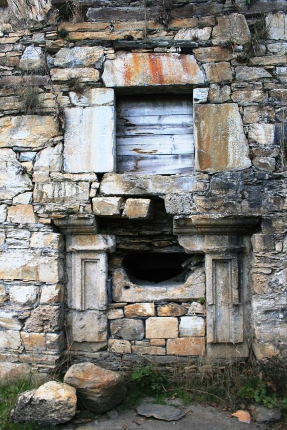 Restos de un monasterio abandonado en el Bierzo (León, Castilla y León).