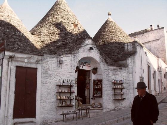 Los trulli, una peculiar forma de construir. En Alberobello (Puglia, Italia).