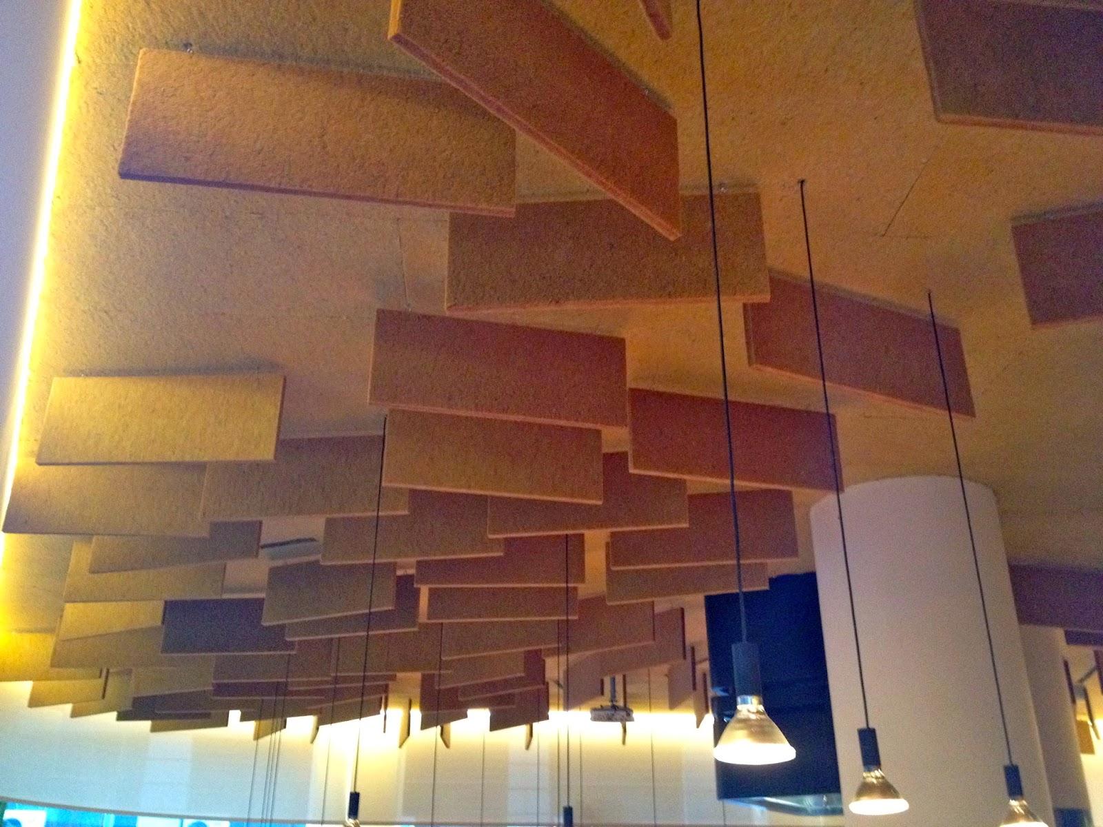 Restaurante Yakitoro, Calle Reina 41, Madrid Estudio Picado de Blas, 2014. Perfecto ejemplo de acondicionamiento acústico.
